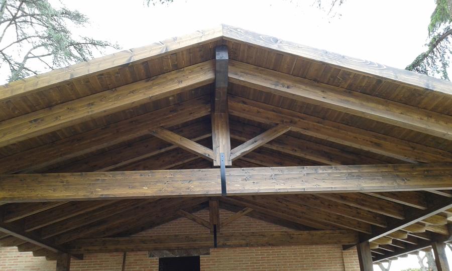 Estructuras de madera montajes pirenaica for Montaje tejados de madera